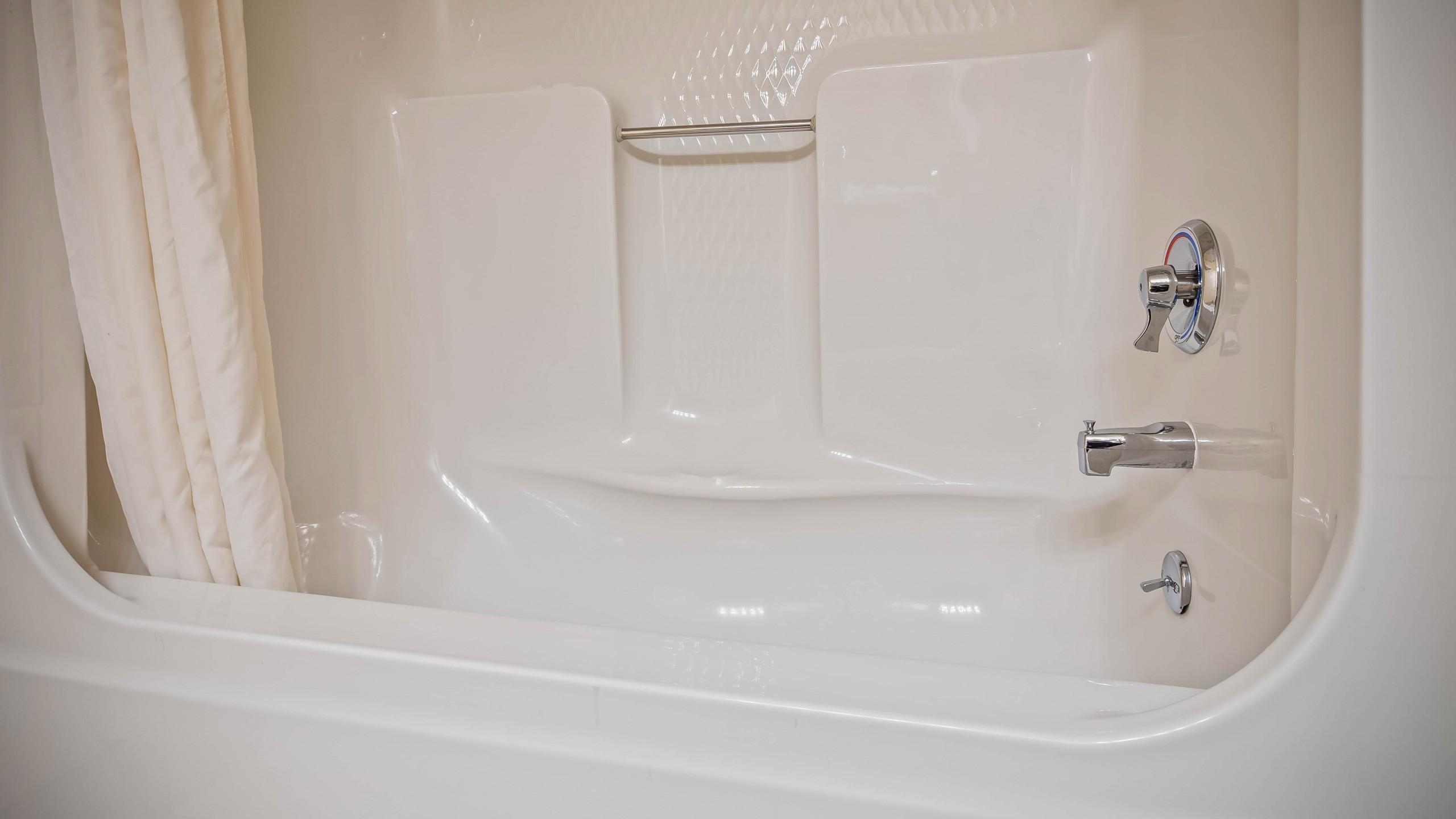 Best Western Center Pointe Inn doubles bathroom