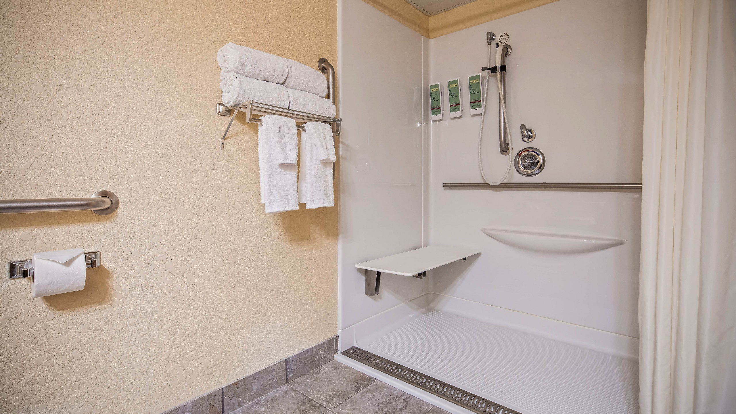 Best Western Center Pointe Inn Handicap Kings bathroom