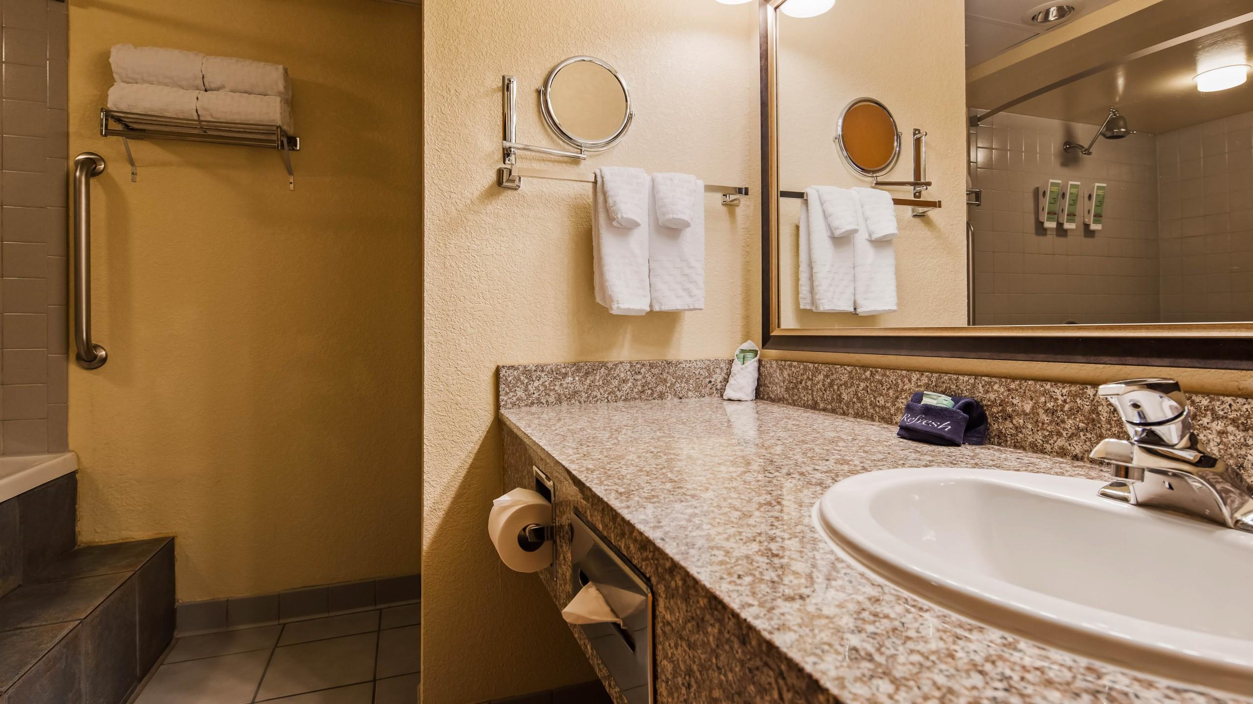 Best Western Center Pointe Inn King Suite vanity