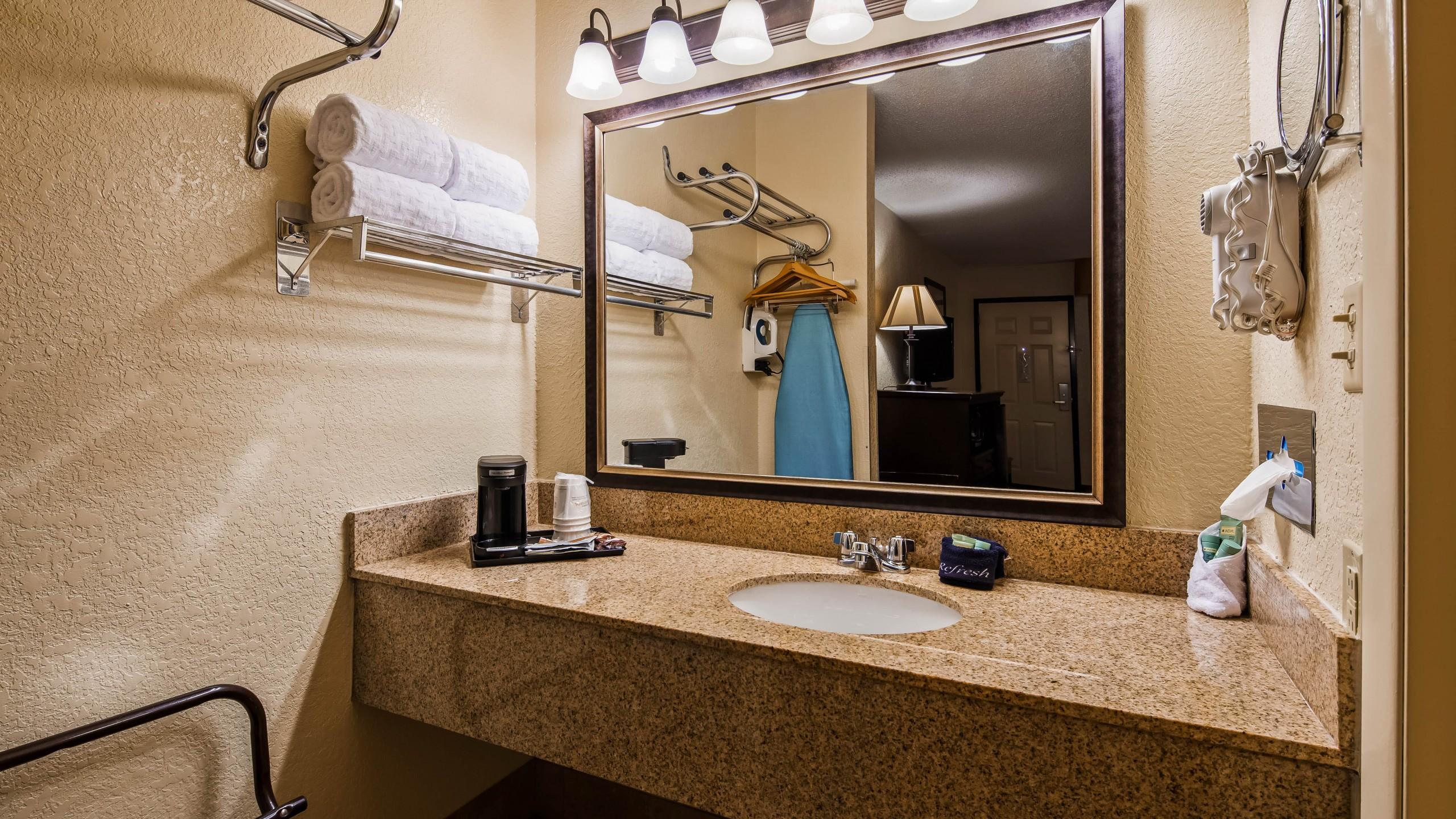 Best Western Center Pointe Inn King Bathroom Vanity
