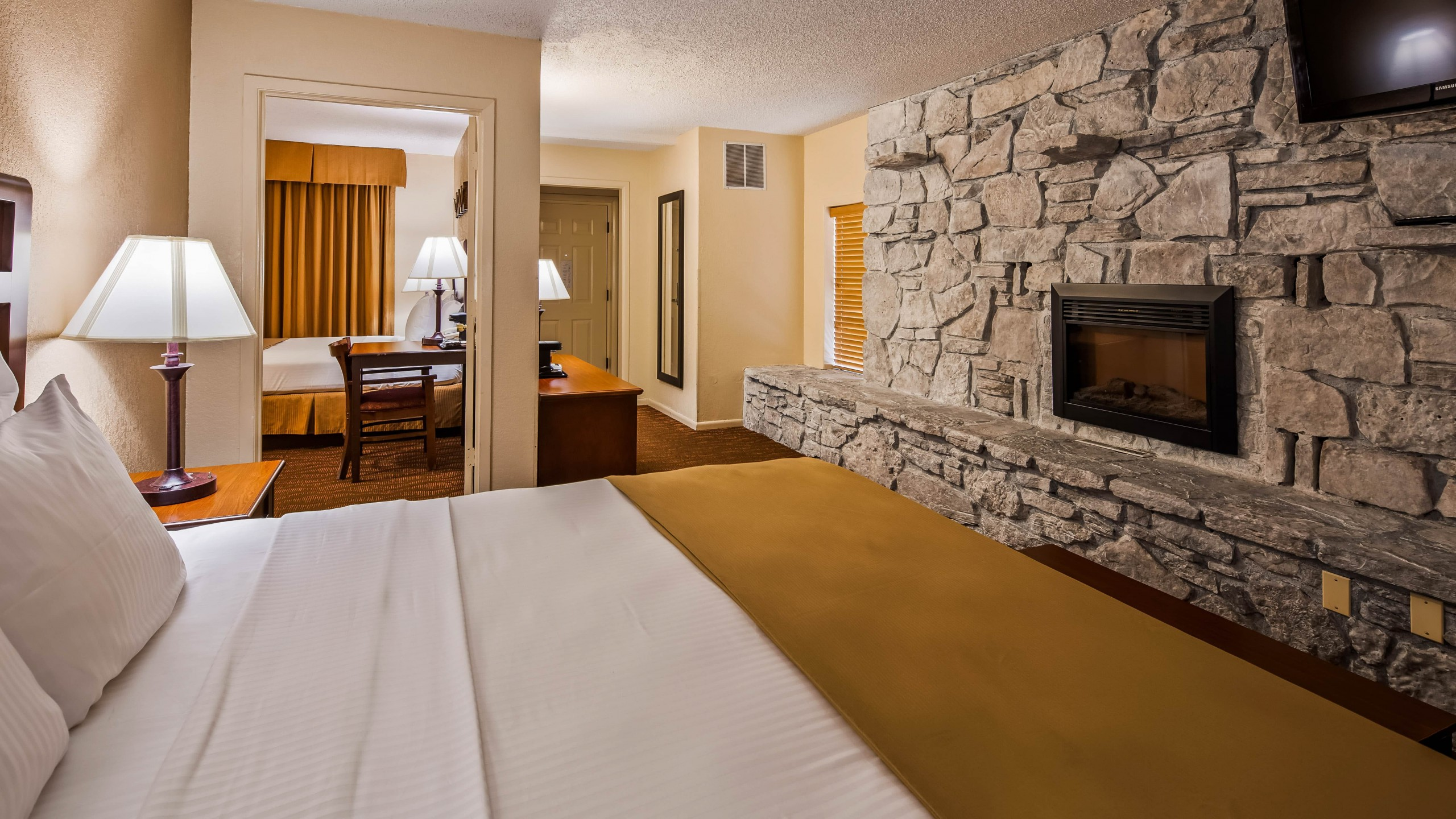 Best Western Center Pointe Inn Family Suite