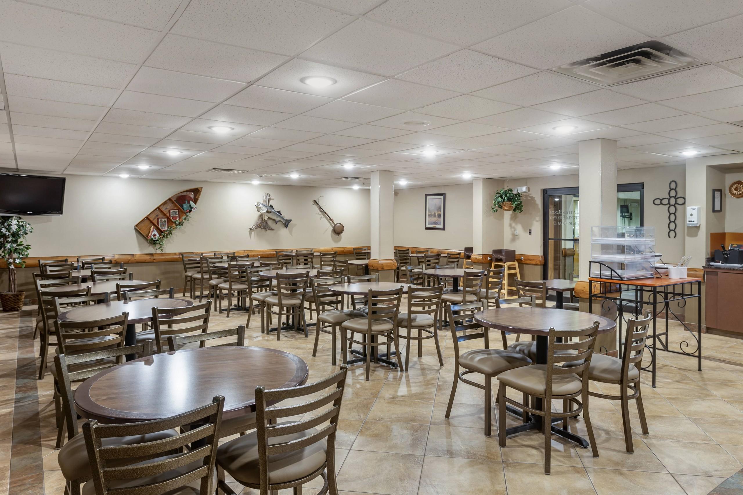 Comfort Inn & Suites Breakfast dining area