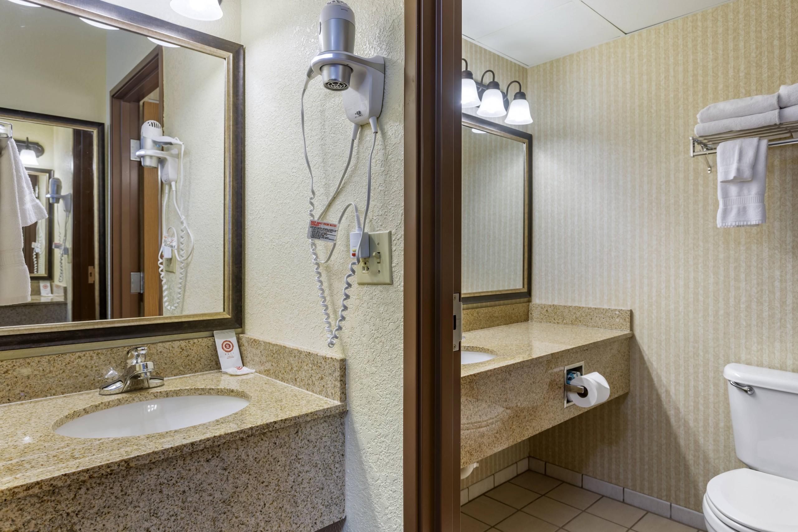 Branson Mo Comfort inn and suites Bathrooms
