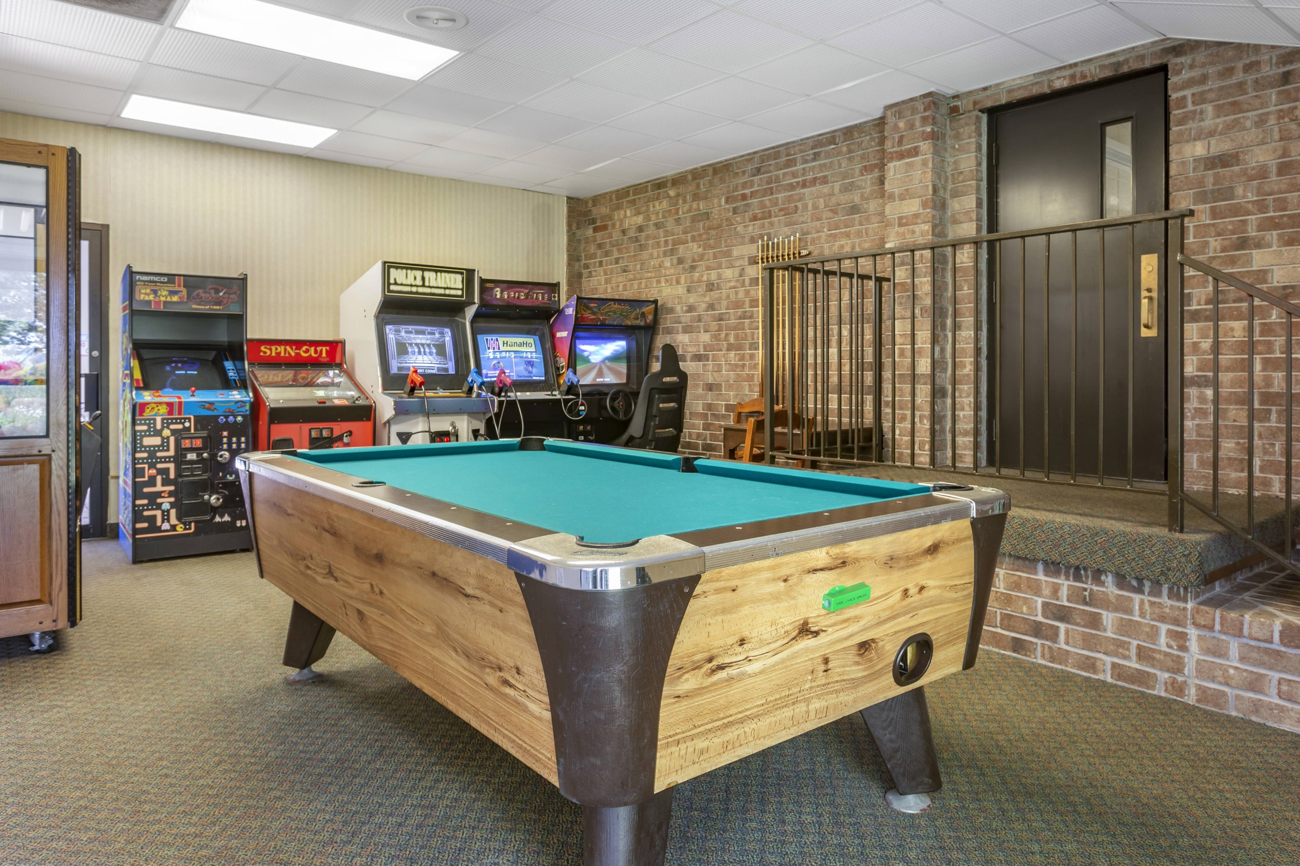 Comfort Inn Thousand Hills Game Room