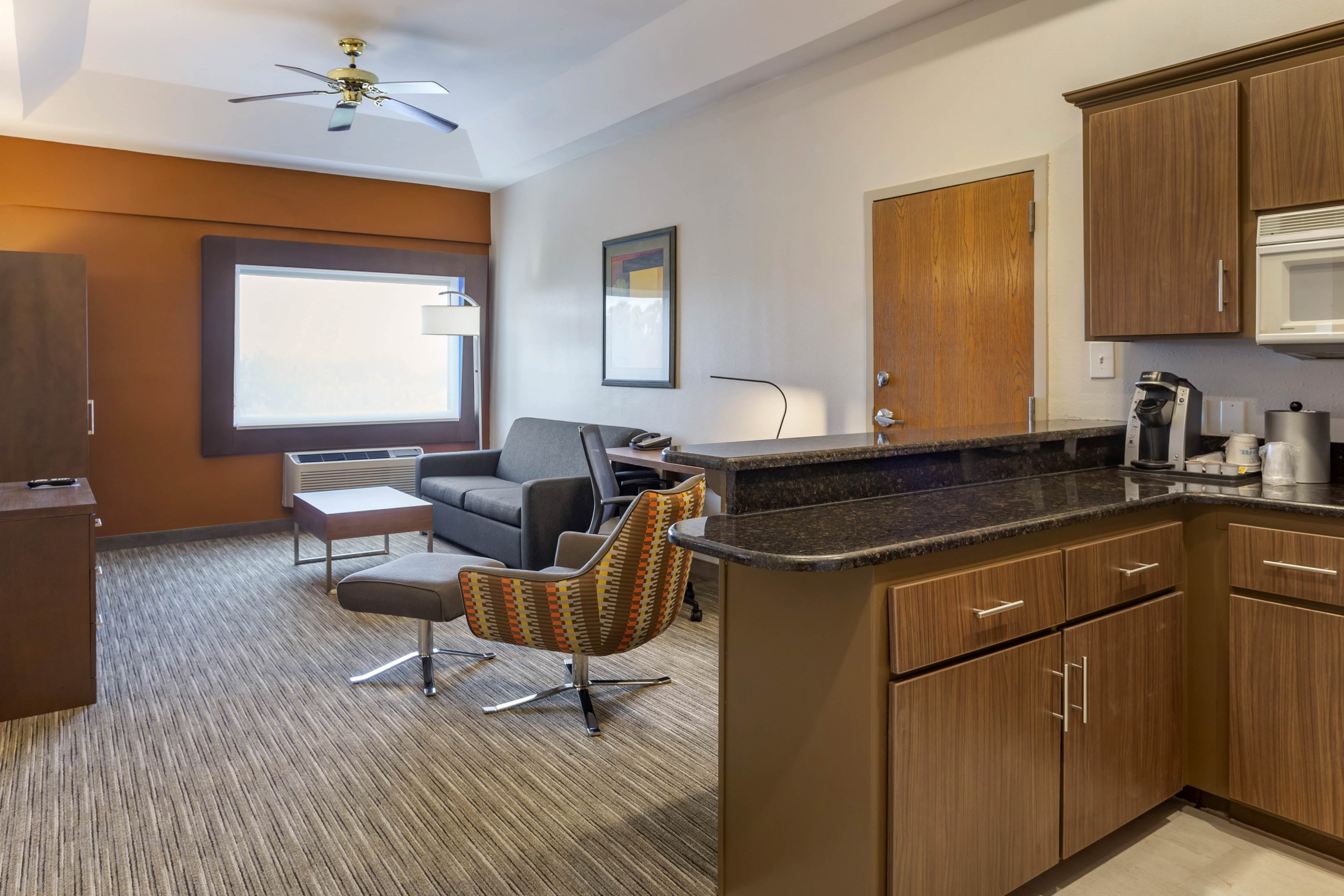 Holiday Inn ExpressvPenthouse suite