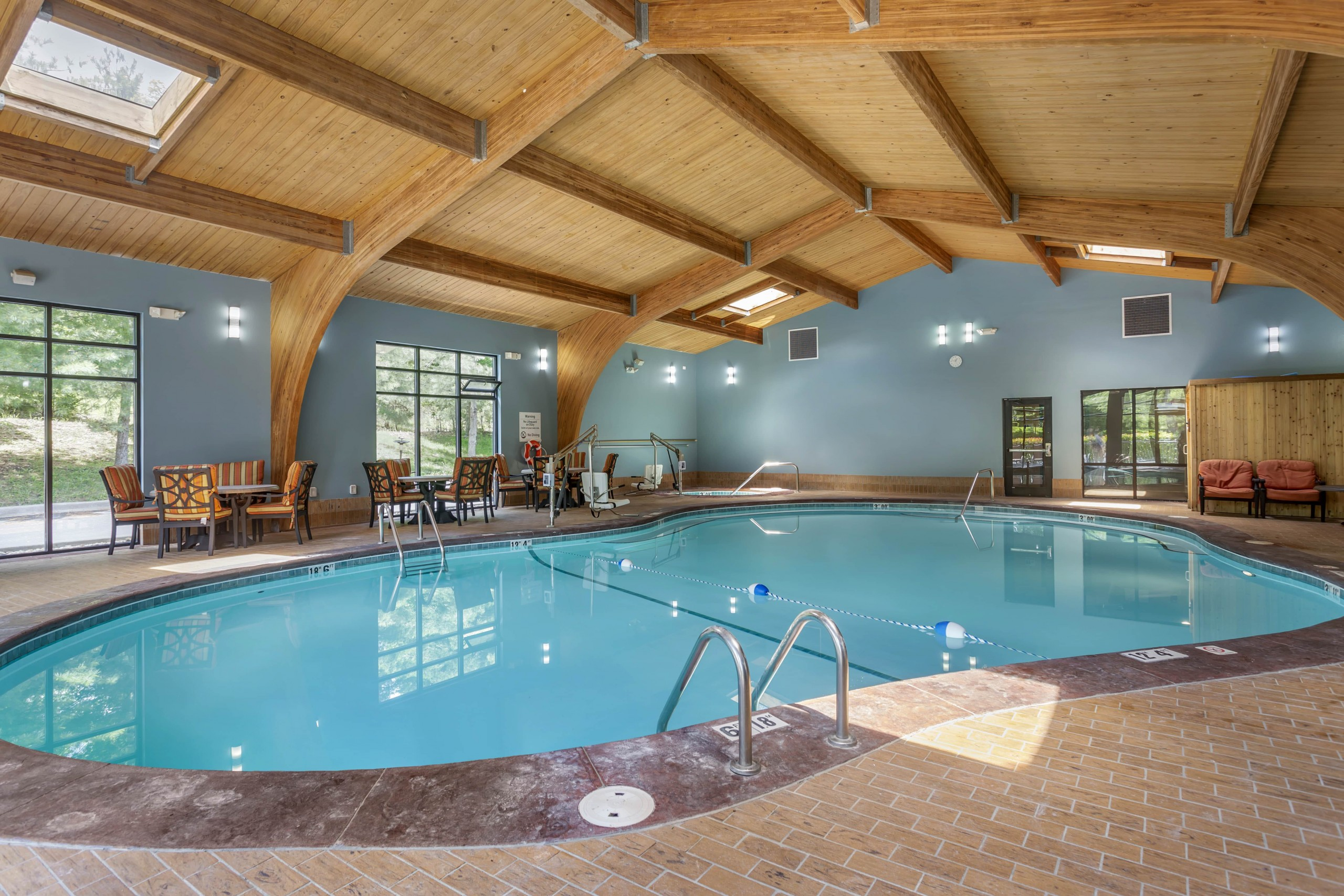 Holiday Inn Express Green Moutain Dr Saltwater Pool